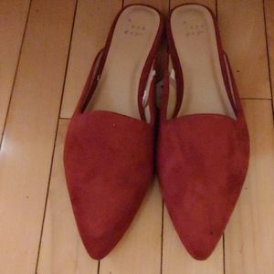 nwt woman's faux suede Flats color: rust